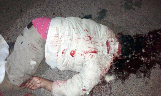 ¡Desigual choque entre un auto y una motocicleta dejó saldo de un muerto en Aguascalientes!