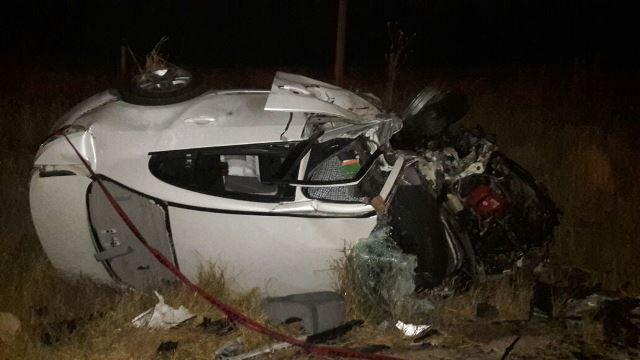 ¡1 muerto y 5 lesionados tras fuerte choque-volcadura entre 2 autos en Encarnación de Díaz!