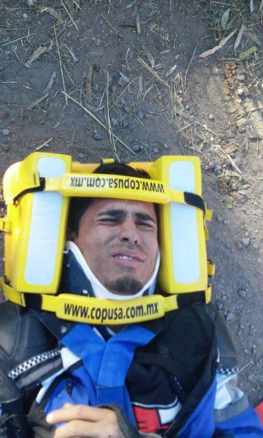 ¡2 jóvenes resultaron lesionados tras fuerte caída de una motocicleta en Aguascalientes!