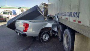 2-lesionados-choque-camioneta-vs-trailer-45-norte-3