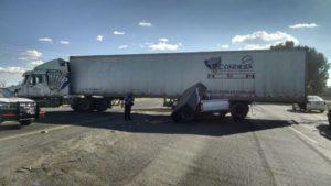2-lesionados-choque-camioneta-vs-trailer-45-norte-6