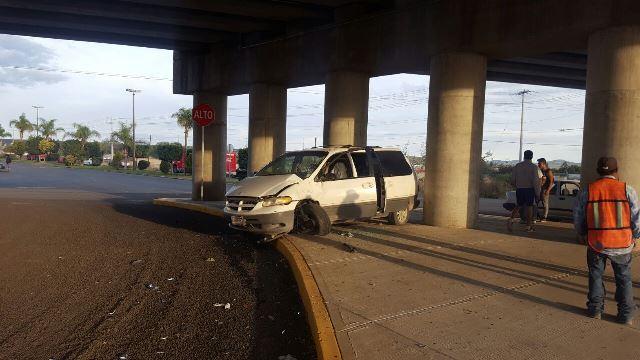 ¡3 jóvenes lesionados tras aparatoso accidente en Aguascalientes!
