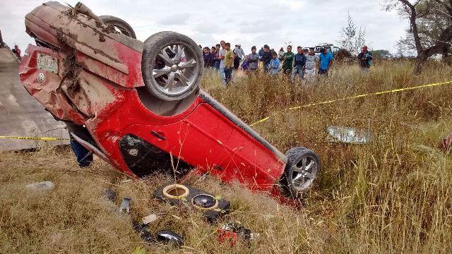 ¡Auto fue embestido por el tren en Aguascalientes y dejó 3 lesionados graves!