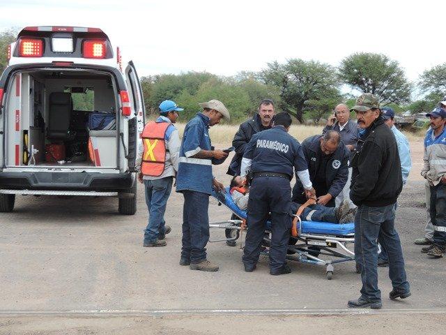 ¡Lesionado empleado tras caerle encima un enorme portón en la Pensión Municipal en Aguascalientes!