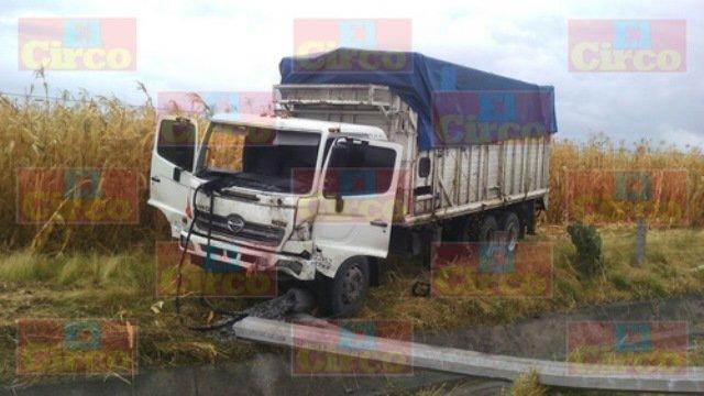 ¡Lesionado chofer de torton tras aparatoso accidente en Lagos de Moreno!