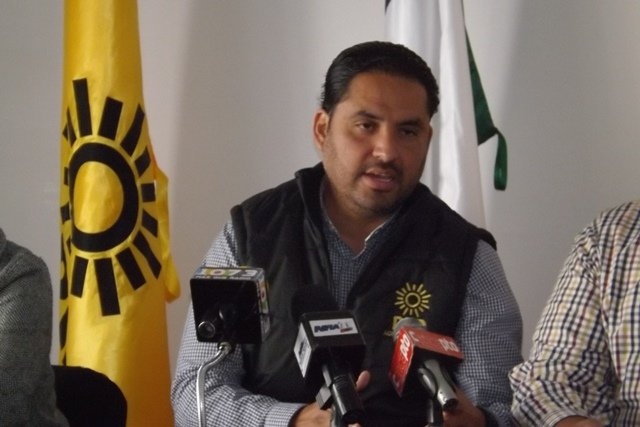 ¡Carlos Lozano se va como trabajadora doméstica: PRD!