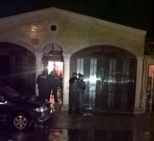 ¡Hombre lesiona a ladrón que se metió a robar a su casa con un machete!