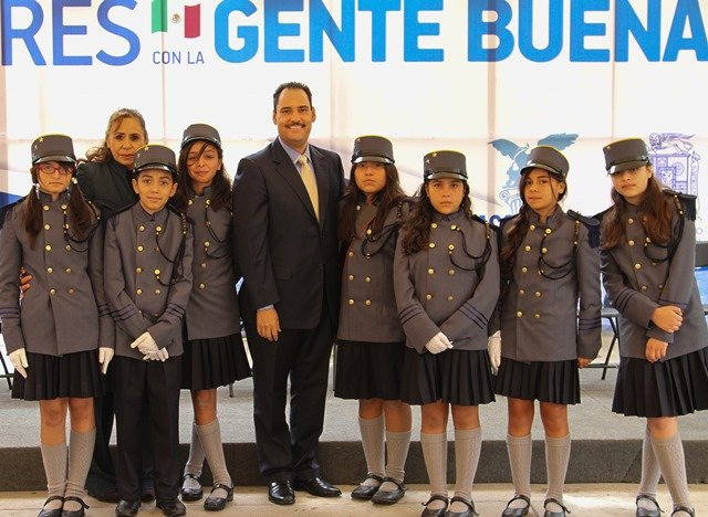 ¡Reitera alcalde de la capital labor subsidiaria a favor de la educación!