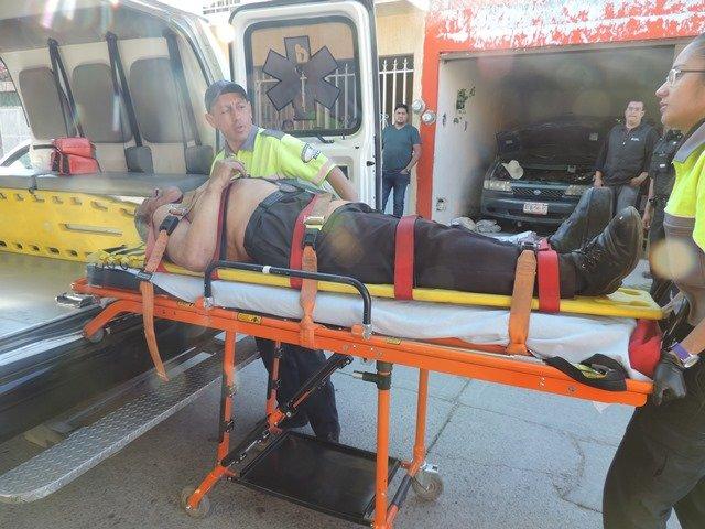 ¡Adulto mayor casi muere aplastado por su camioneta en Aguascalientes!