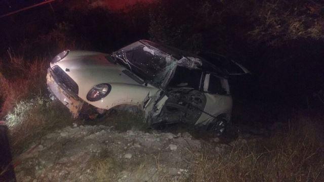 ¡Automovilista murió tras chocar contra un poste de concreto y caer a un barranco en Aguascalientes!