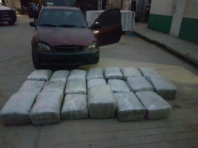 ¡Elementos de la PEP aseguraron 20 paquetes de marihuana y un auto en Atolinga, Zacatecas!
