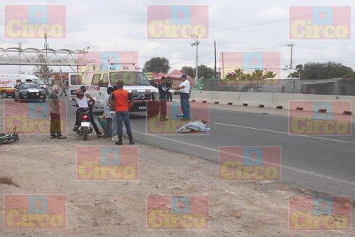 ¡Muere sexagenario al ser impactado por una camioneta en Lagos de Moreno!