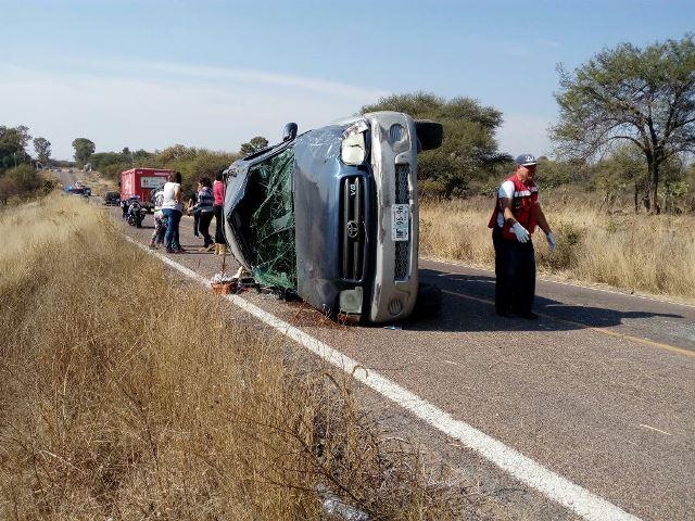 ¡2 mujeres vecinas de Jalisco lesionadas tras una volcadura en Aguascalientes!