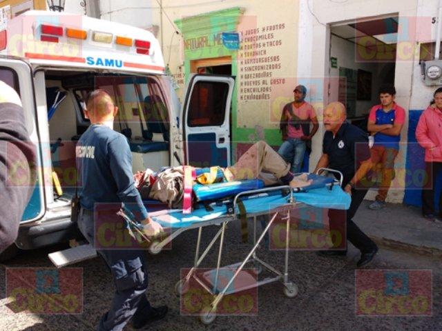 ¡Graves 2 motociclistas arrollados por una pipa de gas en Lagos de Moreno!