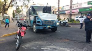 choque-camion-urbano-vs-camioneta-en-zona-centro-8