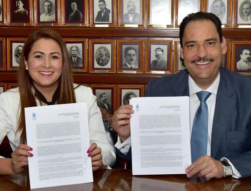 ¡Toño Martín del Campo y Tere Jiménez realizan acto protocolario de Entrega-Recepción!