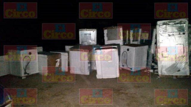 ¡Delincuentes saquearon un tren en Lagos de Moreno y elementos de la FUR recuperaron lo robado!