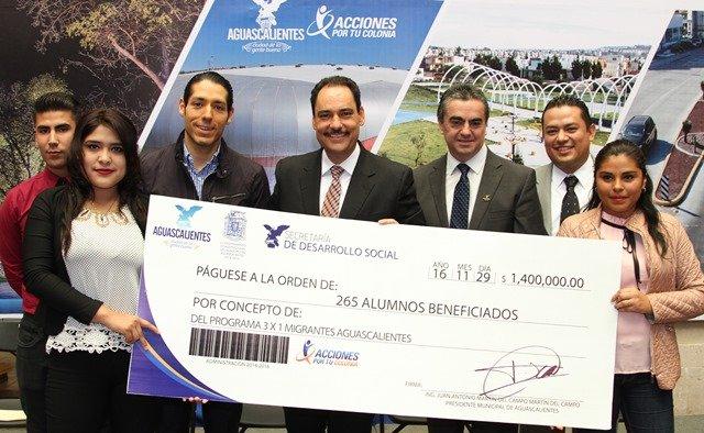 ¡La administración del alcalde Juan Antonio Martín del Campo respaldó desarrollo académico de hijos de migrantes!