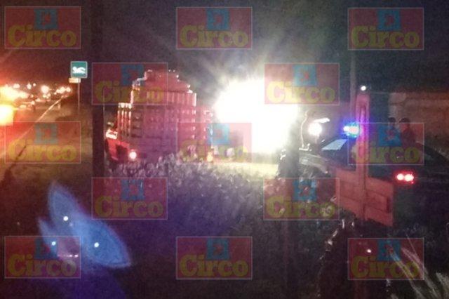 ¡Grave motociclista embestido por una camioneta en Lagos de Moreno!