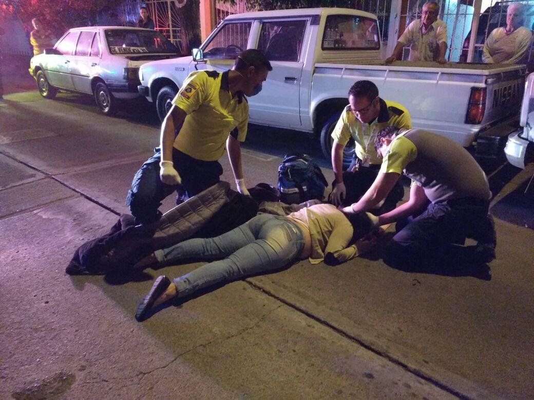 ¡Joven resultó lesionada al tratar de impedir el robo de su auto en Aguascalientes!