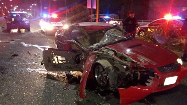 ¡Ebrio resultó lesionado tras estrellar su camioneta contra una grúa en Aguascalientes!