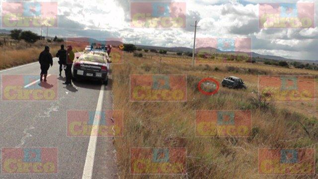 ¡1 muerto y 2 lesionados dejó la volcadura de un automóvil en Fresnillo!