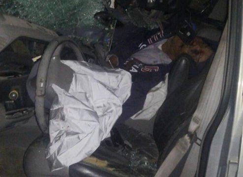 ¡Muere una persona luego de chocar contra vehículos estacionados en Aguascalientes!