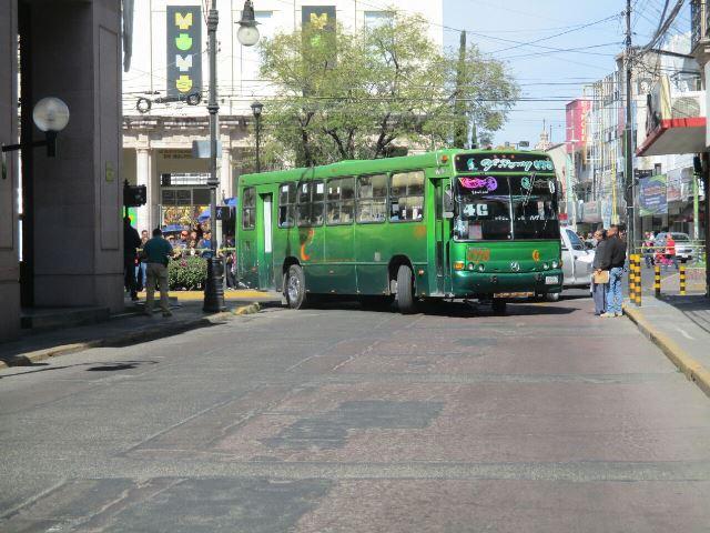 ¡Ciclista murió impactado y aplastado por un camión urbano en Aguascalientes!