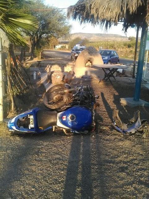 ¡Joven motociclista falleció tras estrellarse contra una camioneta en Aguascalientes!