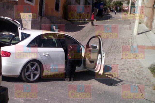 ¡Policías municipales se enfrentaron a balazos con delincuentes en Encarnación de Díaz y detuvieron a 2!