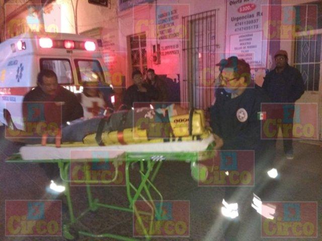 ¡1 muerto y 9 lesionados dejó la volcadura de una camioneta en Lagos de Moreno!
