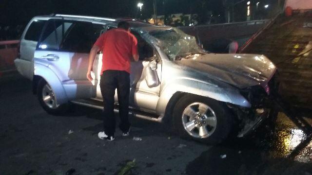 ¡Por conducir alcoholizado, sujeto volcó su camioneta y por poco mata a su familia en Aguascalientes!