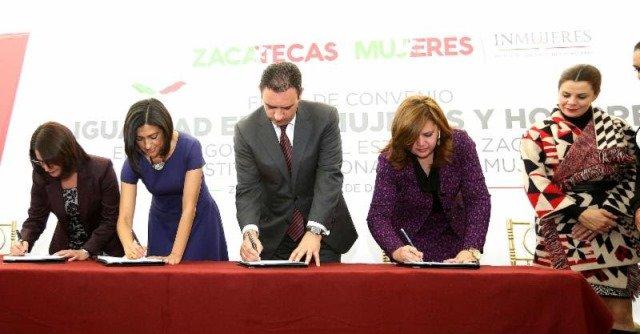 ¡Gobernador Alejandro Tello firma convenio con Inmujeres!