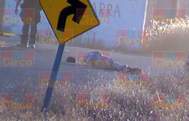 ¡A mitad de la carretera dejaron a un hombre ejecutado a balazos en Fresnillo!