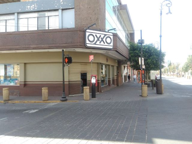 ¡Qué burla: asaltaron una tienda OXXO en plena Zona Centro de Aguascalientes!