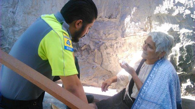 ¡Urbano derribó una parada de camiones y ésta aplastó a 2 mujeres en Aguascalientes!