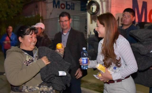 ¡Acudió Tere Jiménez al camino de los peregrinos para entregar apoyos!