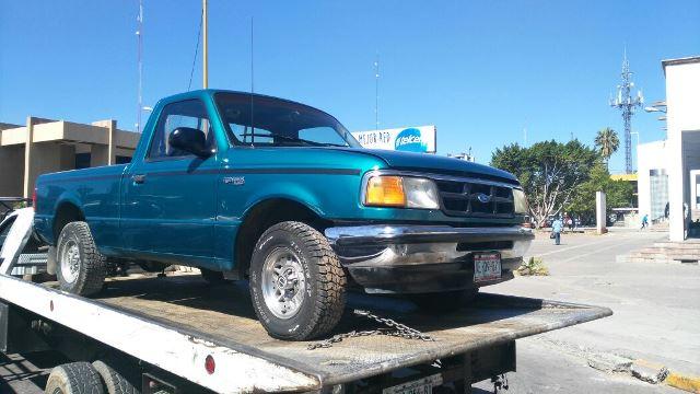 ¡En Aguascalientes detuvieron a 5 sujetos con una camioneta robada!