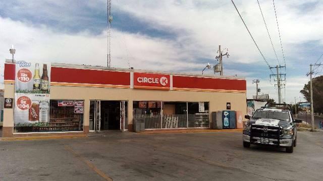 ¡Biblia y pistola en mano sujeto asaltó una tienda de conveniencia en Aguascalientes!