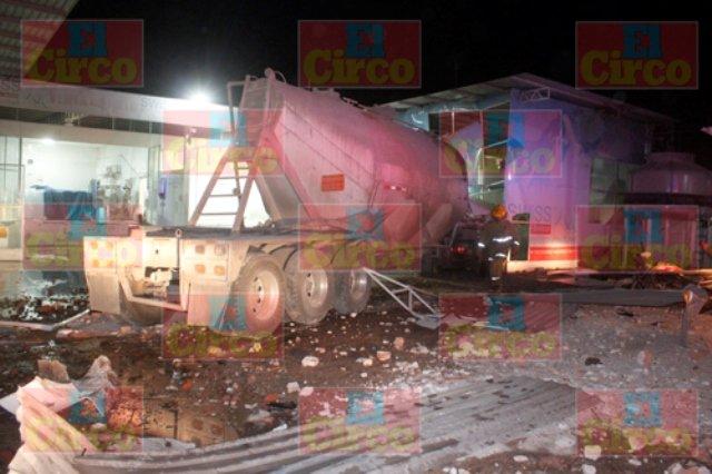 ¡5 lesionados en impresionante accidente en Lagos de Moreno!