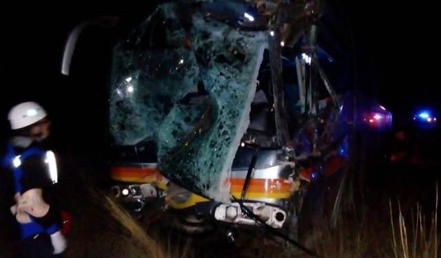 ¡14 lesionados tras choque frontal entre un autobús y un tráiler en Zacatecas!