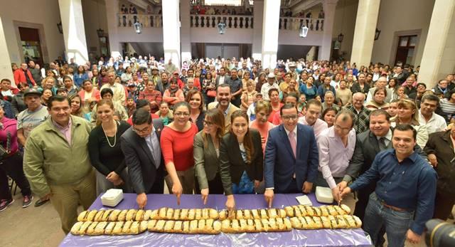 ¡Compartió con la ciudadanía la alcaldesa Tere Jiménez la tradicional rosca de reyes!