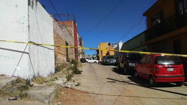 ¡De 10 balazos ejecutaron a un hombre que arreglaba el sonido de su auto en Zacatecas!