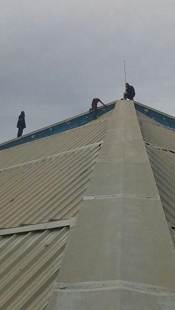 ¡Frustran suicidio de hombre que quería lanzarse de lo alto de un gimnasio en Aguascalientes!