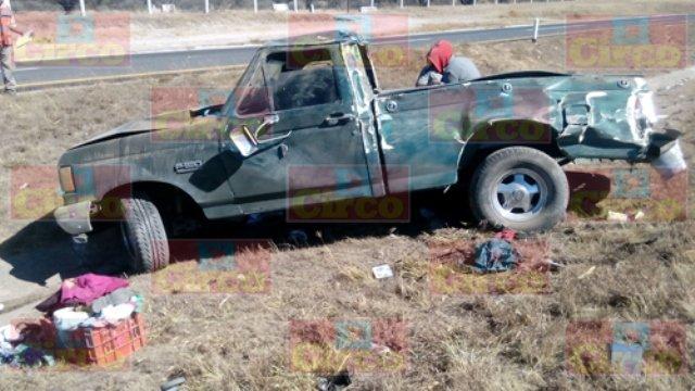 ¡Volcadura de una camioneta en Lagos de Moreno dejó 5 lesionados!