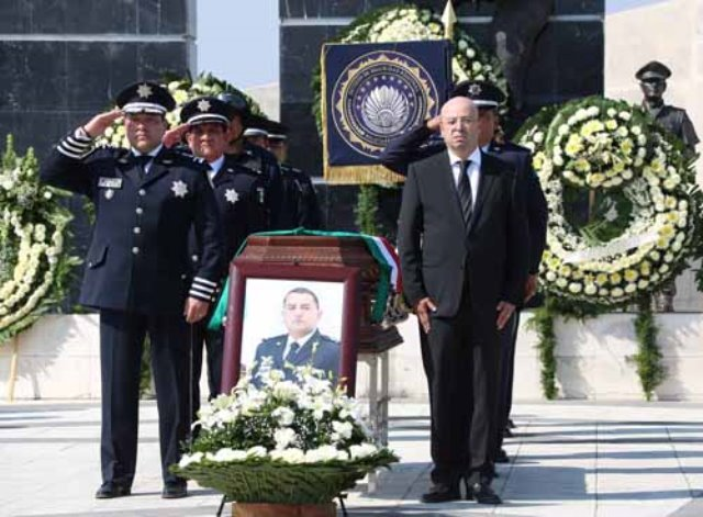 ¡La Comisión Nacional de Seguridad despidió con honores a los tres policías federales caídos en Nuevo León!