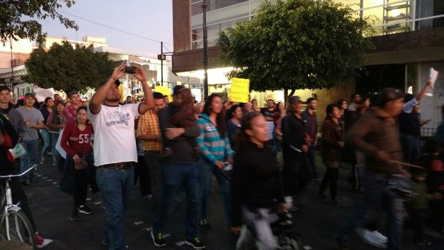 ¡Manifestantes en Aguascalientes irrumpen violentamente Palacio de Gobierno!