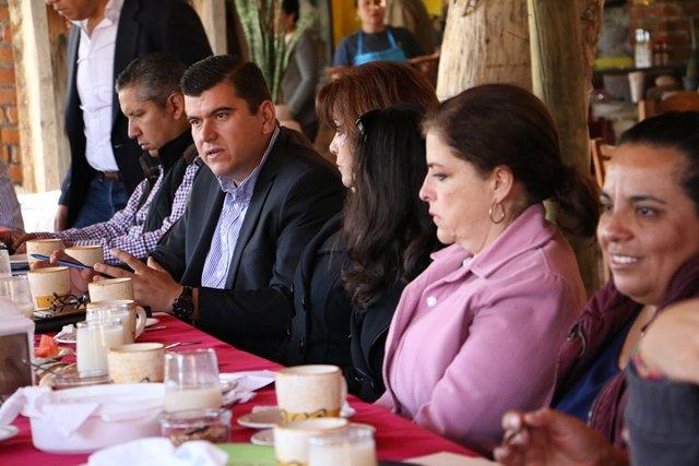 ¡Trabajar de la mano con el sector educativo, compromiso del presidente municipal de Calvillo!