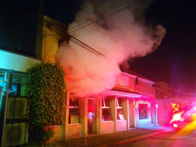 ¡Se incendió una residencia en Aguascalientes y dejó grandes pérdidas materiales!