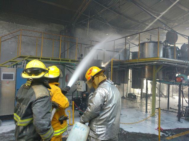 ¡Bomberos sofocan incendio en una fábrica en Aguascalientes!